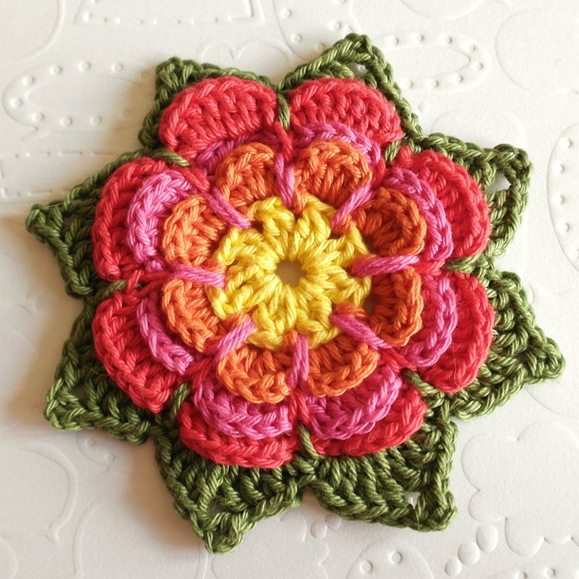 Crochet flower free pattern by Olavas Verden via @ craftgossip