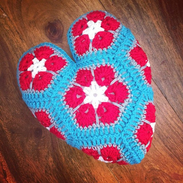 holly_pips crochet hearts