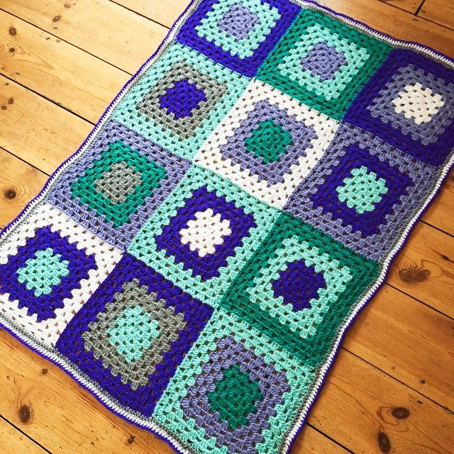 holly_pips granny square crochet blanket