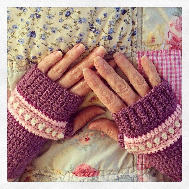 _lara_x crochet fingerless gloves