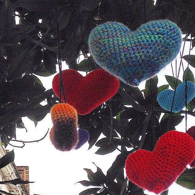 louloudeane hearts yarnbomb