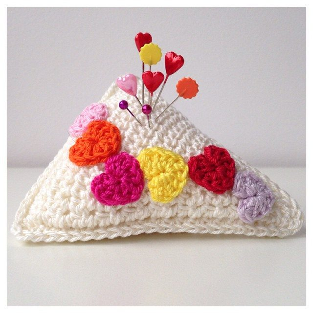 marretjeroos crochet pincushion