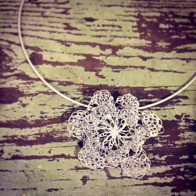 stelcrochet crochet flower necklace