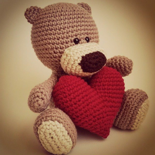 thatgirllovesyarn crochet teddy bear