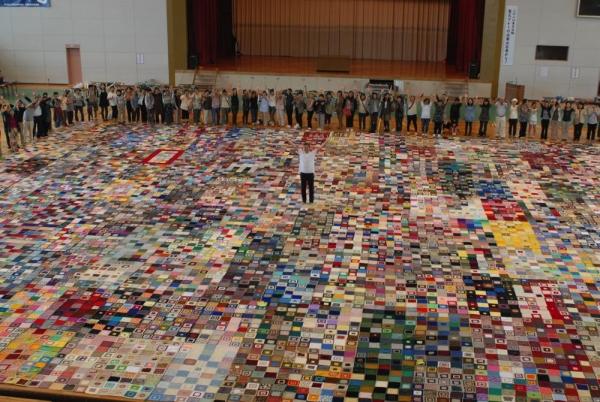 world's largest crochet blanket
