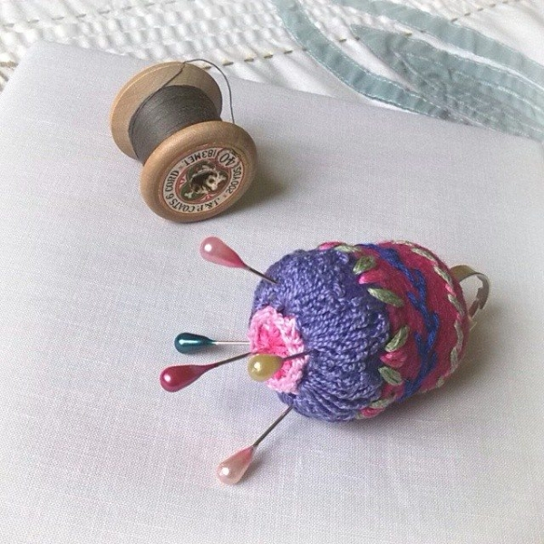 bethshananne crochet pincushion
