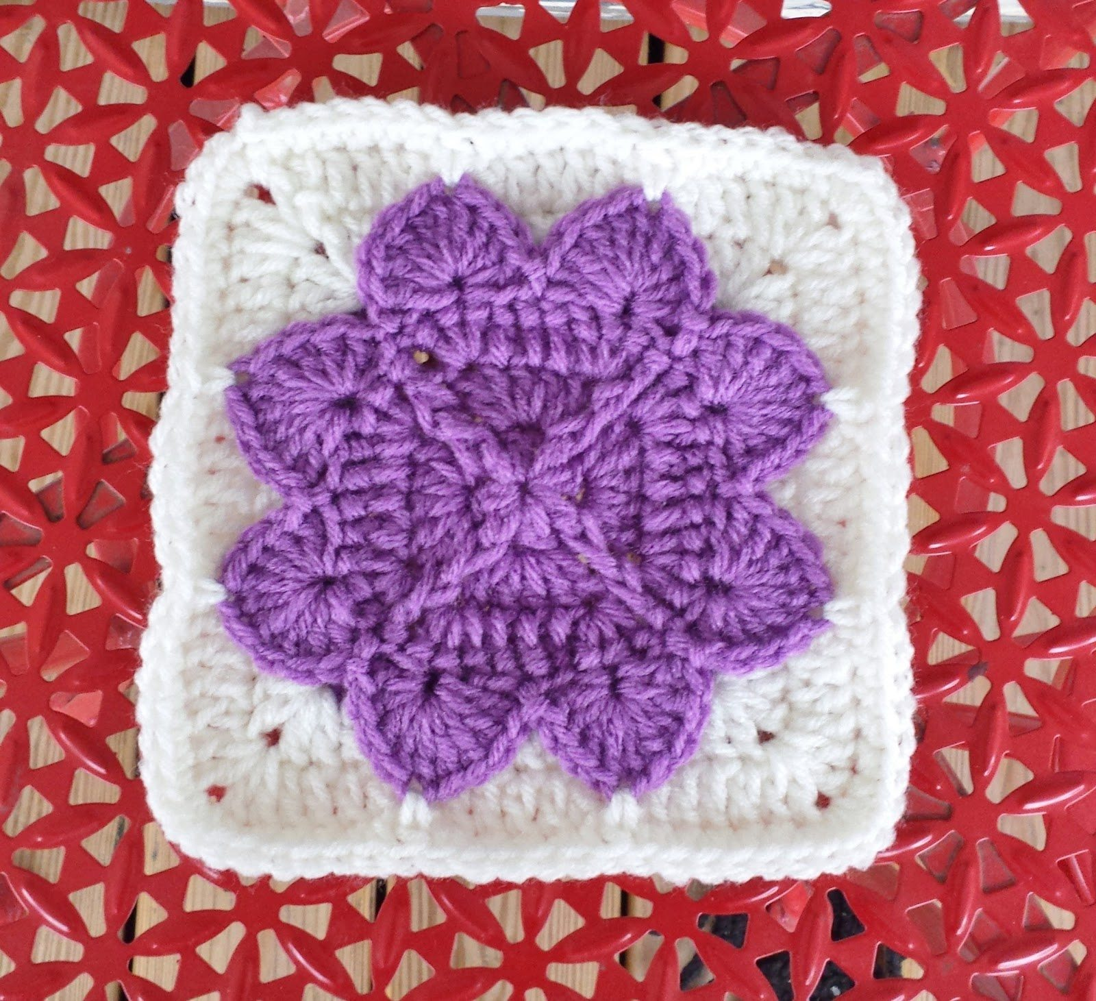 "6"" Crochet flower square free pattern"