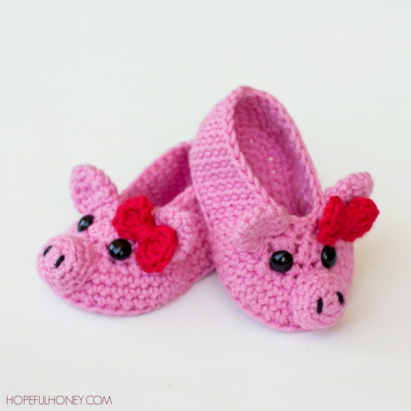 crochet piggy slippers