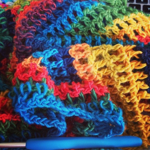 crochetbetweenworlds gehaakte regenboog