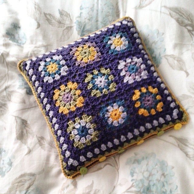 hanrosieg crochet cushion 2