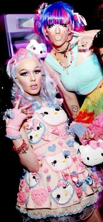 hello kitty drag queen crochet