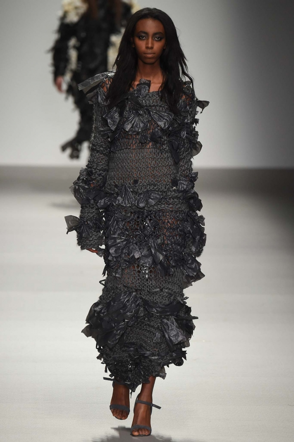 Crochet Fashion : High Fashion Crochet on the Runways and Celebrities