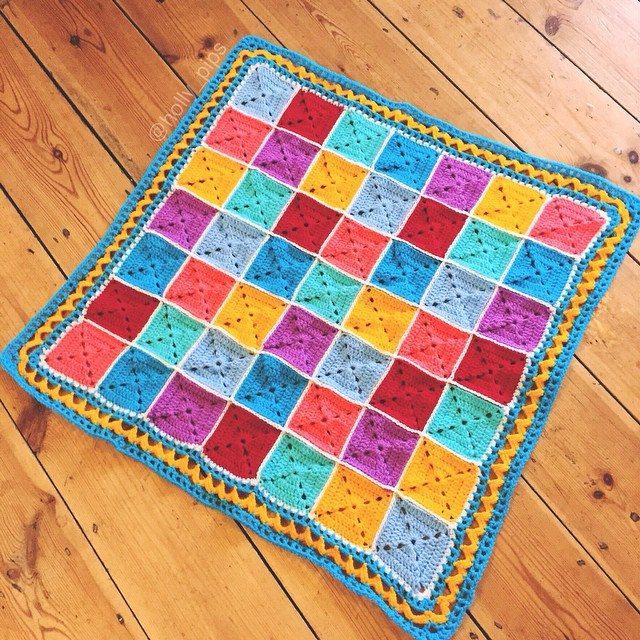 holly_pips crochet blanket square