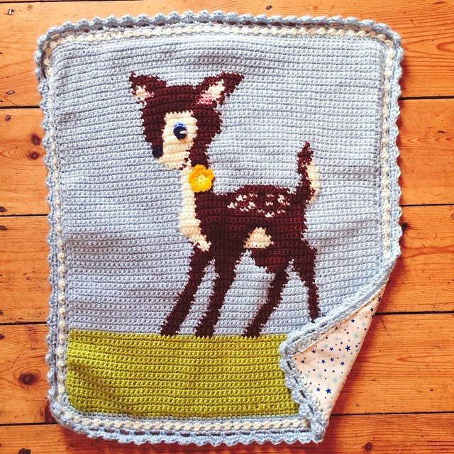 holly_pips crochet deer blanket