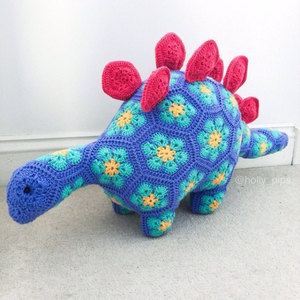 holly_pips crochet dinosaur