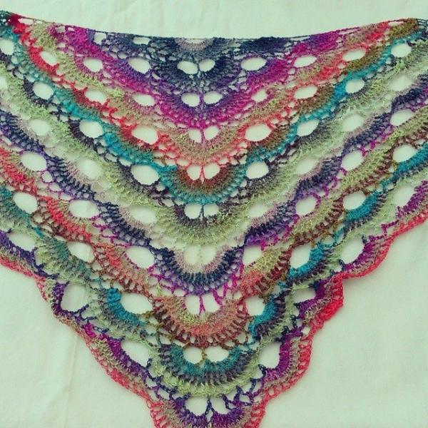 nelnanandnora crochet triangle shawl