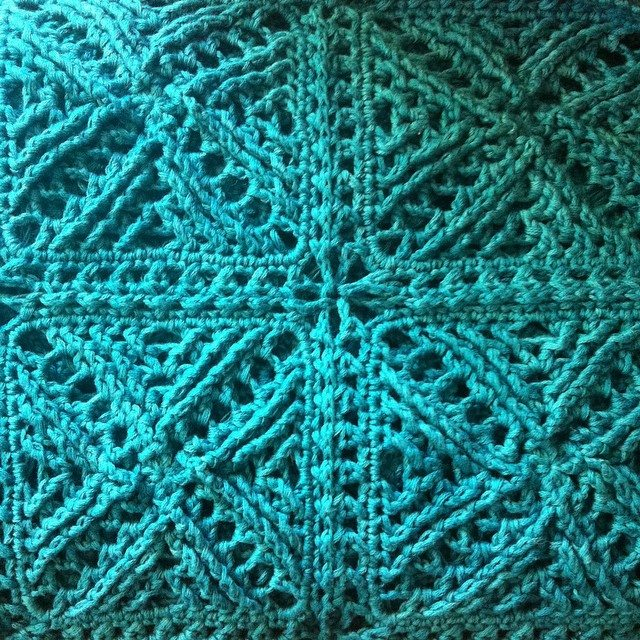 stephaniedavies cable crochet blanket