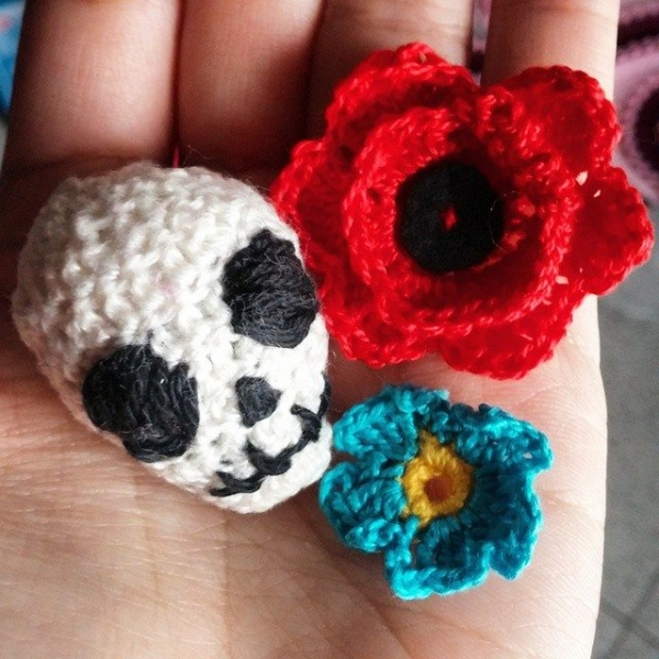 vaynilla_love crochet flower skull