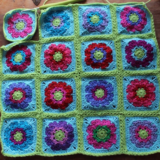 woolyana crochet flower squares
