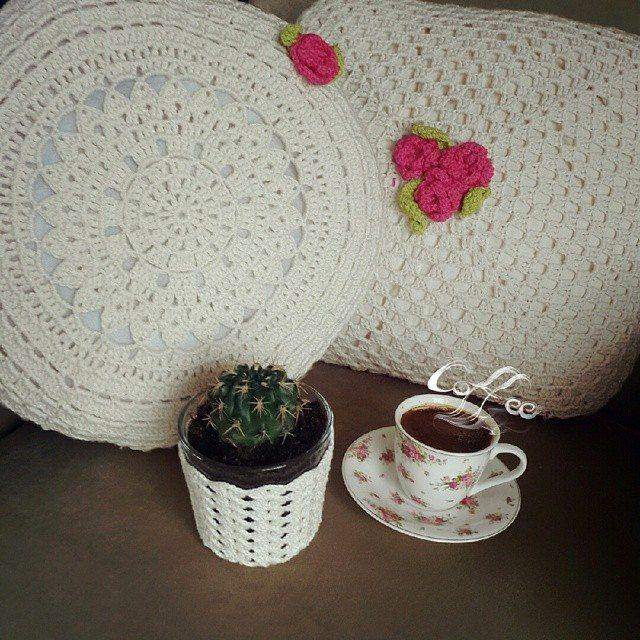annesurr crochet plant cozy