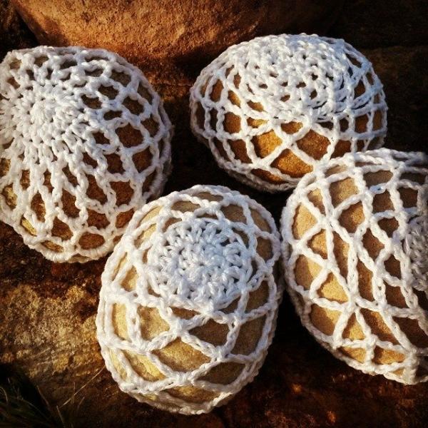 elzavan912 crochet stones