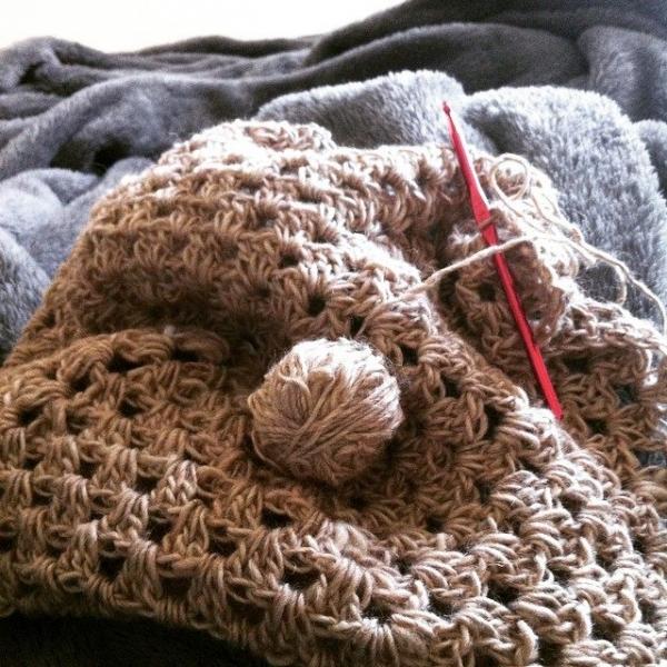 granny square crochet natural