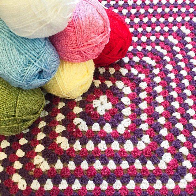holly_pips crochet granny square
