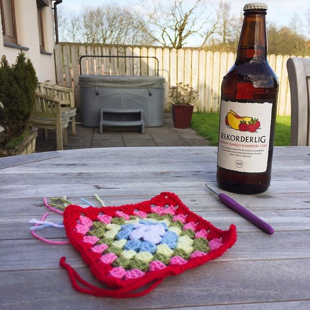 holly_pips crochet outdoors