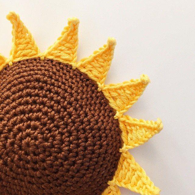 holly_pips sunflower crochet