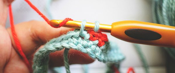 how to carry yarn in colorwork