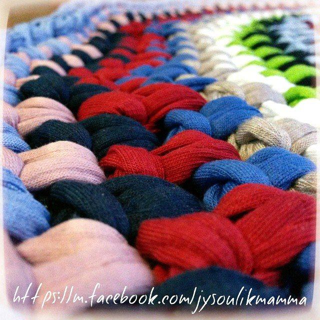 jysoulikmamma_brilliantmommy crochet tshirt yarn rug