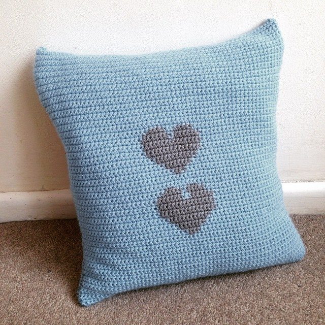 lou.teacrochet crochet cushion heart