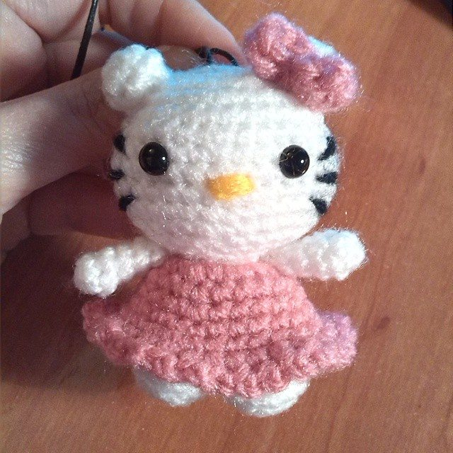 magneticmary hello kitty crochet doll