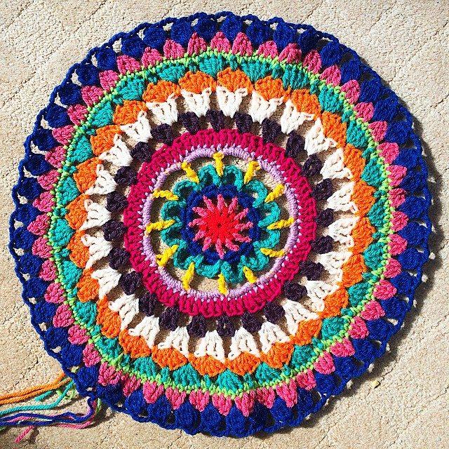 pauline.c.morgan crochet mandala