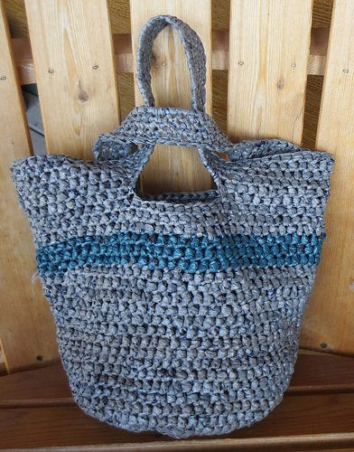 ... knot plarn tote bag free crochet pattern from My Recycled Bags