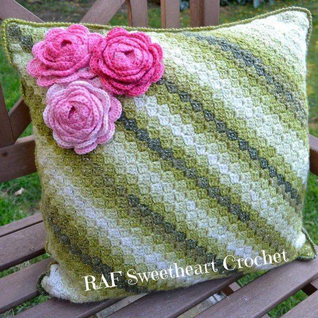 rafsweetheart crochet cushion