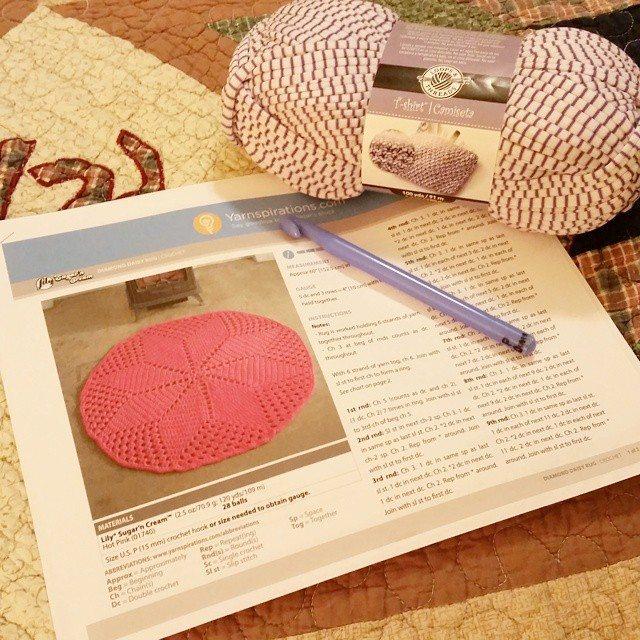 thegirllovesyarn crochet tshirt yarn rug