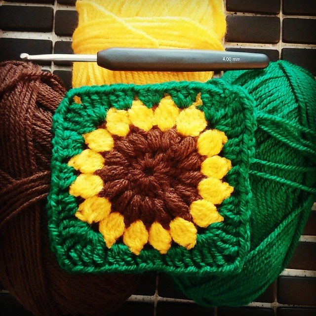 vaynilla_love crochet sunflower