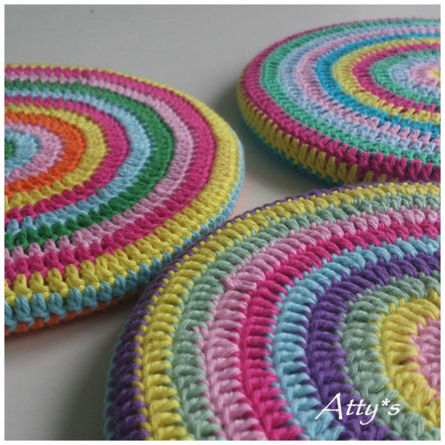 Colorful crochet circle trivet free pattern