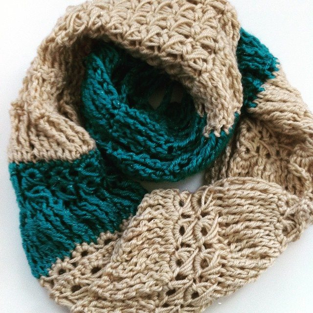 broomstick lace crochet cowl 2