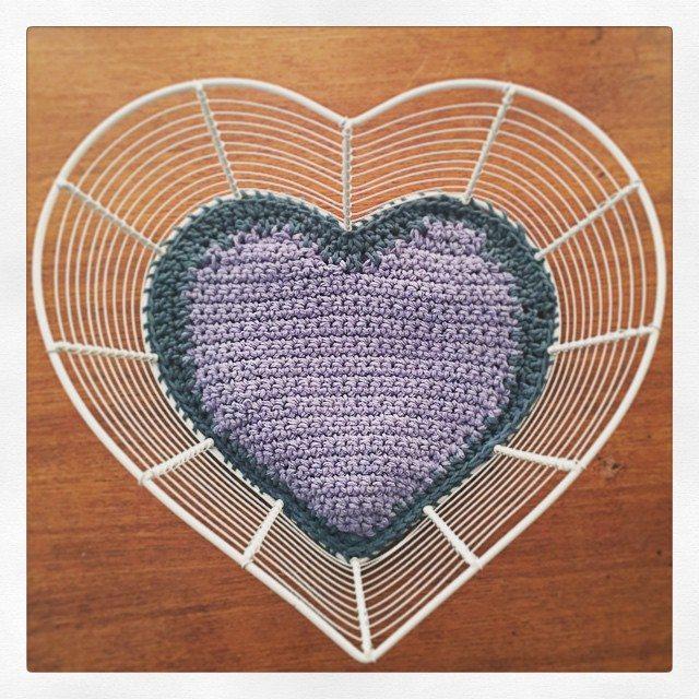 cozamundo crochet heart basket liner