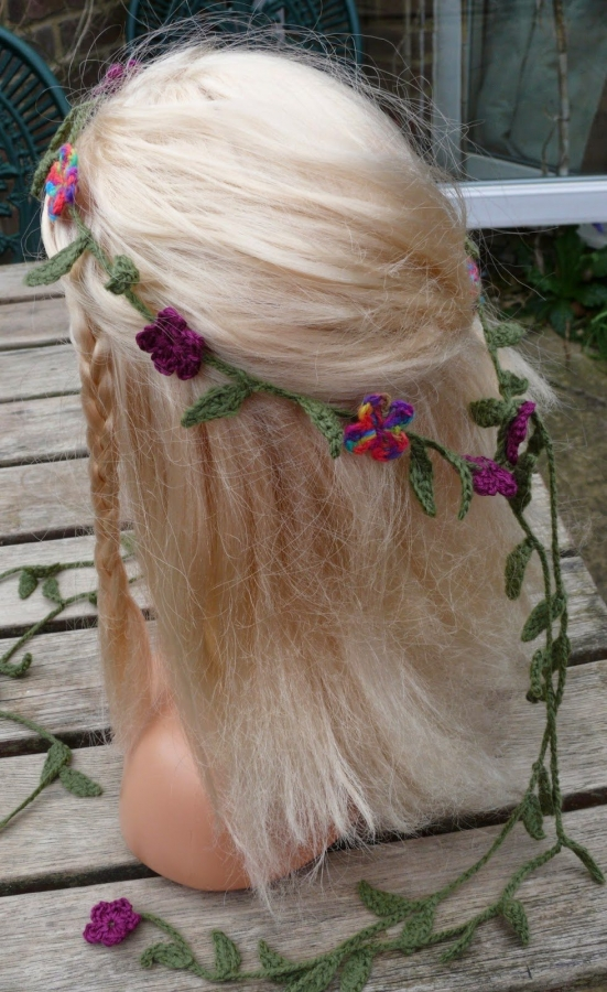 Crochet flower hair garland free pattern @vickyfully