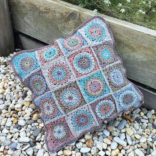 _._._heartherhart_._._ crochet cushion