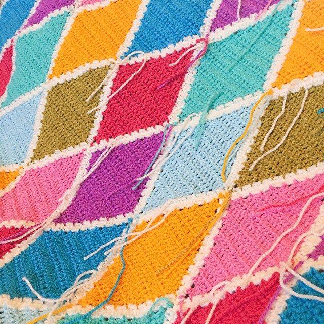 holly_pips crochet diamonds