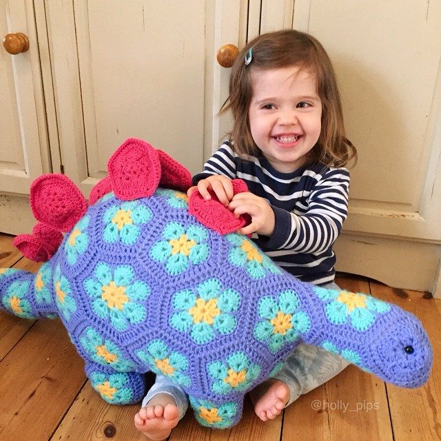 holly_pips crochet dino