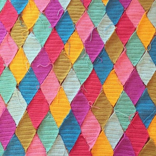 holly_pips diamond crochet