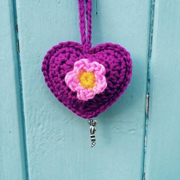 laura_makes crochet heart
