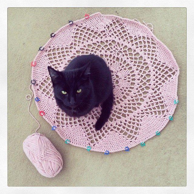 littlebirdbunting crochet doily cat