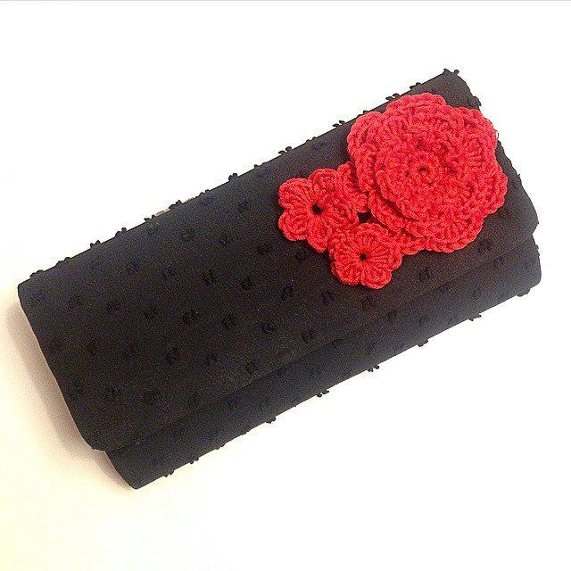 louloudeane crochet flowers on purse