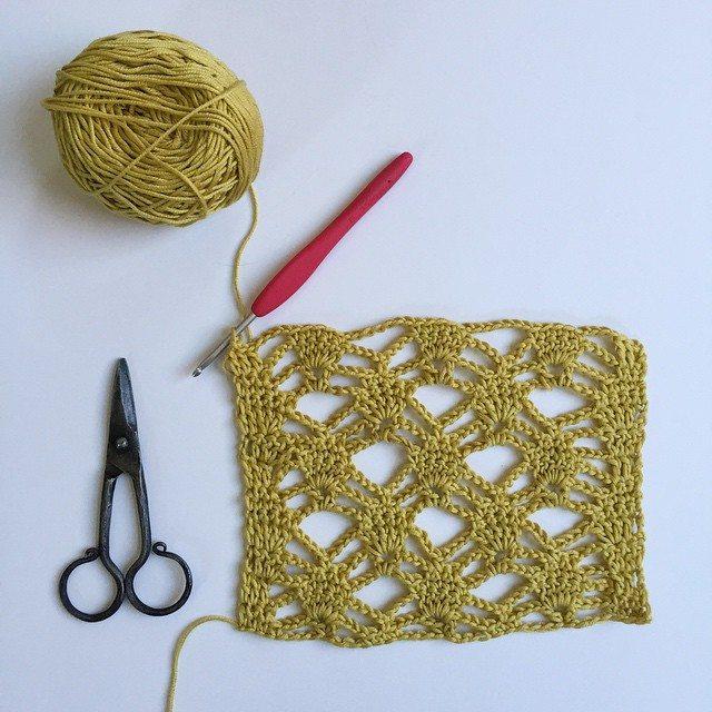 mobiusgirl crochet scarf